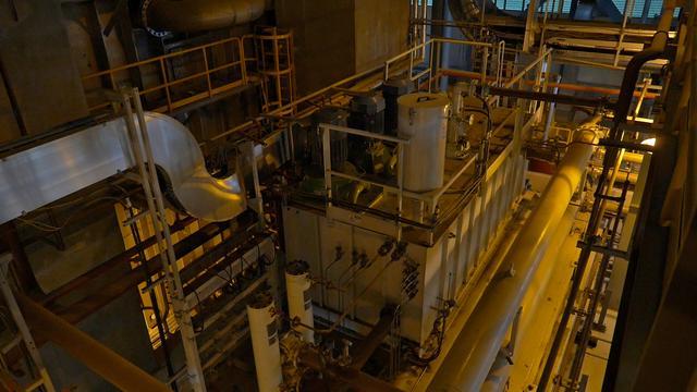 画像: 地熱発電所の中