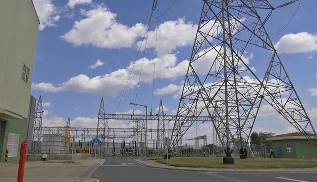 画像: 地熱発電所内の巨大な施設