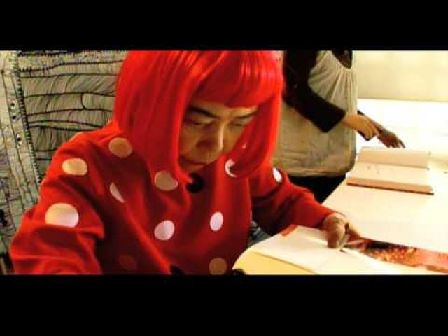画像: KUSAMA: Princess of Polka Dots trailer - YouTube youtu.be