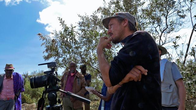 画像: 田中先生に質問をするアザールさん
