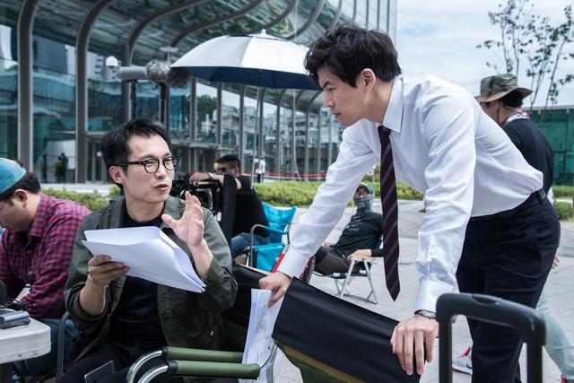 画像1: 『消された女』撮影中のイ・チョルハ監督とイ・サンユンさん (C) 2016 OAL, ALL RIGHTS RESERVED