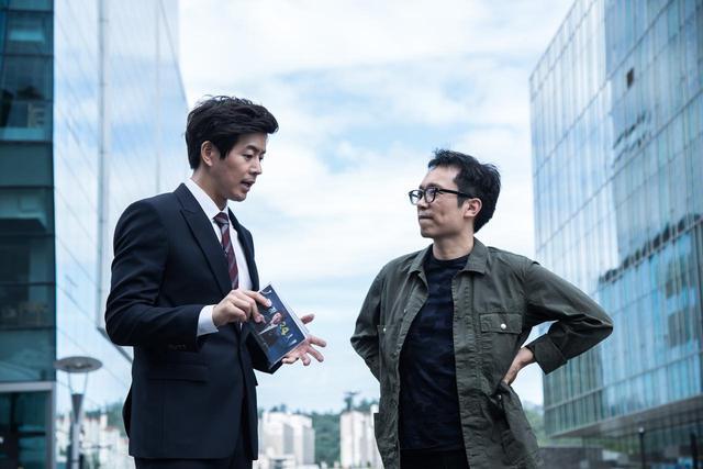 画像2: 『消された女』撮影中のイ・チョルハ監督とイ・サンユンさん (C) 2016 OAL, ALL RIGHTS RESERVED