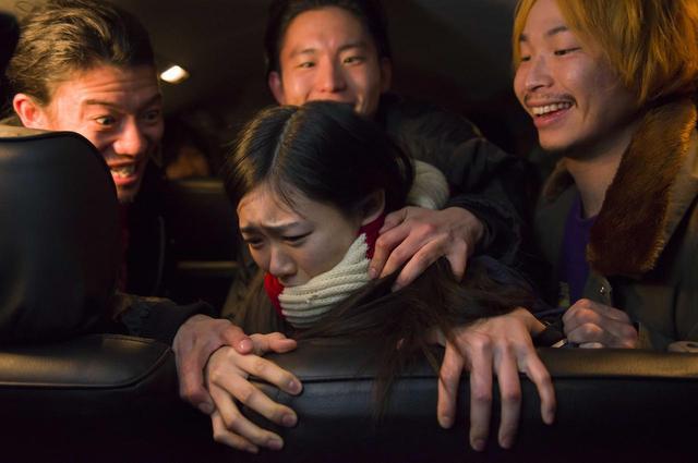 画像: .誘拐され、集団レイプされるシーン(西川可奈子) ©「私は絶対許さない」製作委員会