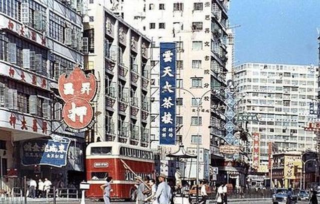 画像: 1960年代の香港、佐敦の上海路 ja.wikipedia.org