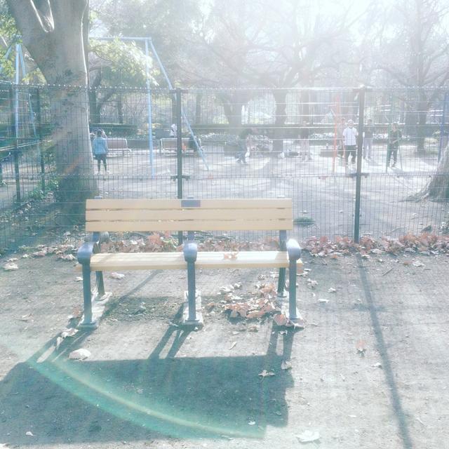 画像: レスリー・チャンの思い出ベンチ、東京・日比谷公園
