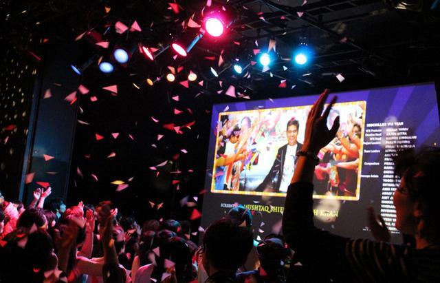 画像2: 国内上映権の終了で最終上映!歌い!踊り!恋をする!キラキラのワンダーランド『恋する輪廻 オーム・シャンティ・オーム』マサラ上映も!