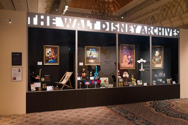 画像: ウォルト・ディズニー・アーカイブスのロビーにある巨大なショーケースを再現 ©Disney