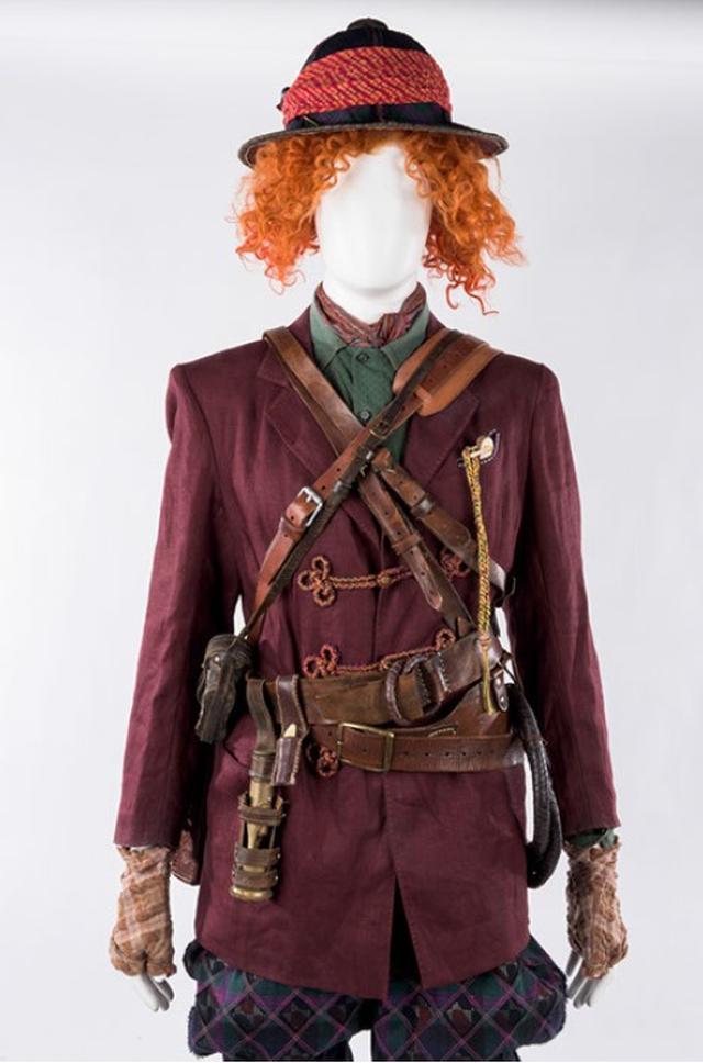 画像1: ジョニー・デップのアイディアが詰まった衣裳と小道具 ©Disney