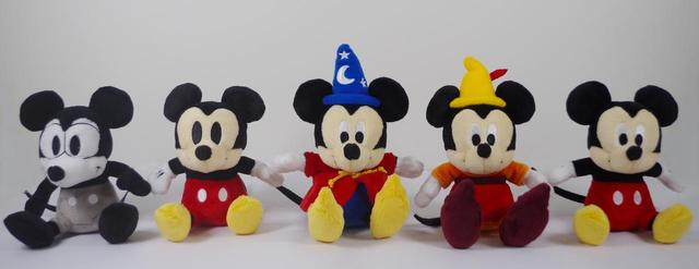 画像: ぬいぐるみ(左から、Plane Crazy/Vintage Style/Fantasia/Fun and Fancy Free/Modern Style) 各 ¥1,620(税込み) ©Disney