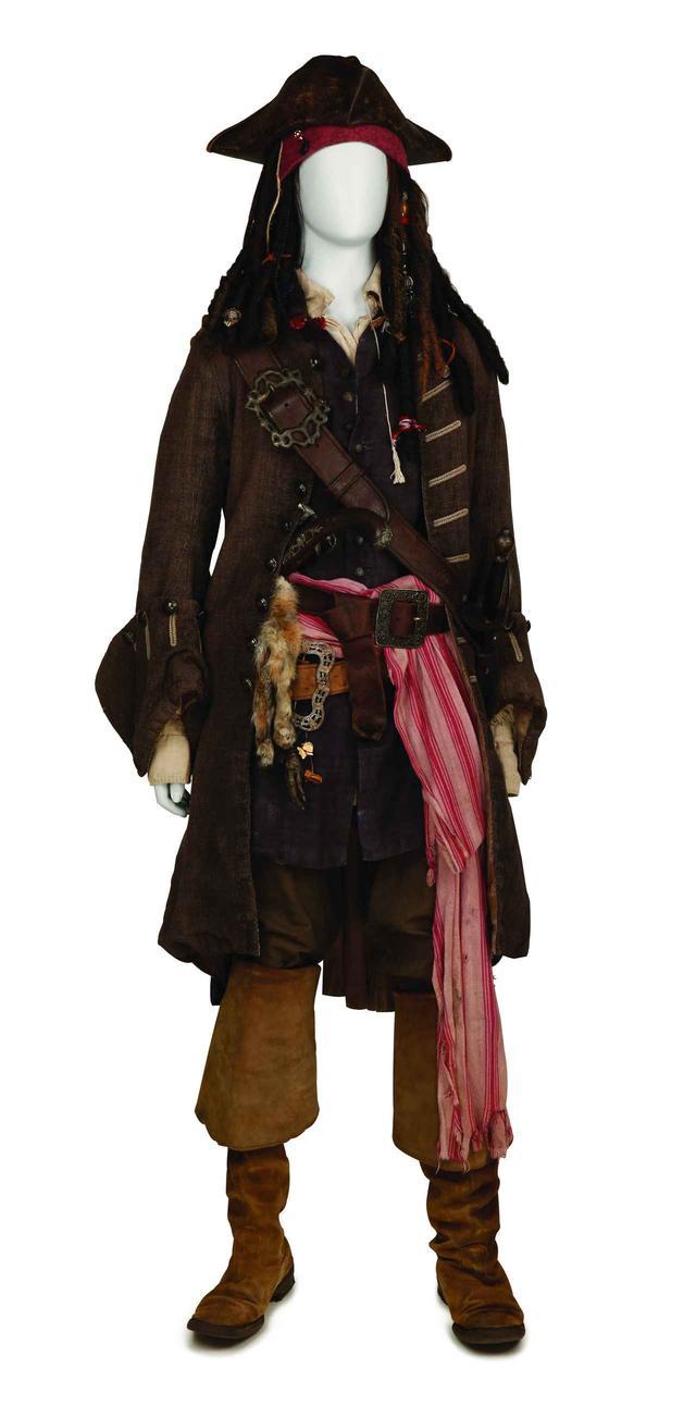 画像2: ジョニー・デップのアイディアが詰まった衣裳と小道具 ©Disney
