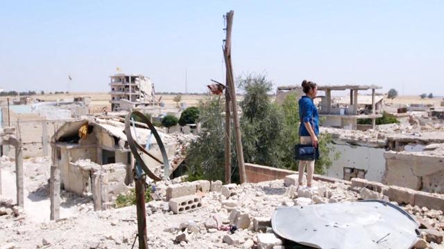 画像3: ISとの戦闘で瓦礫と化したシリア北部の街で、 大学生のディロバンは手作りのラジオ局をはじめる