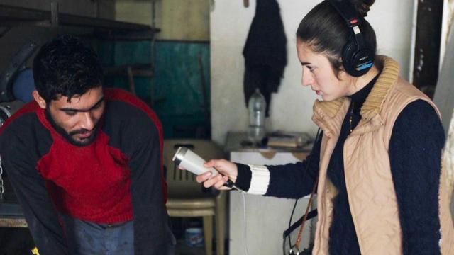 画像4: ISとの戦闘で瓦礫と化したシリア北部の街で、 大学生のディロバンは手作りのラジオ局をはじめる