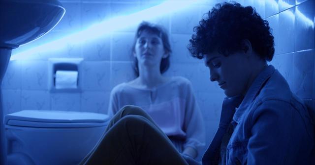 画像3: ブラジルの輝く太陽とベル・アンド・セバスチャンの名曲「トゥー・マッチ・ラヴ」の珠玉のコラボレーションが生んだ、 青春映画の新たなマスター・ピース‼『彼の見つめる先に』