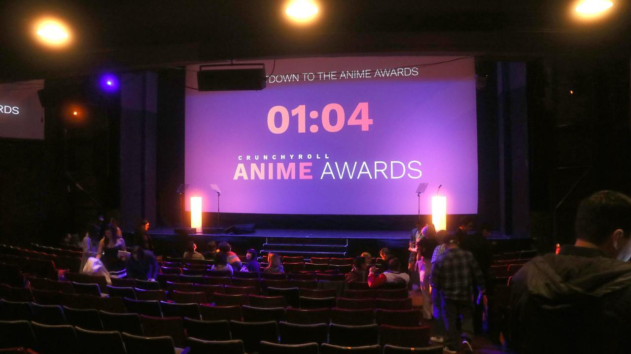 画像: 開場直後の客席の様子。2階席もあり広い劇場でした。