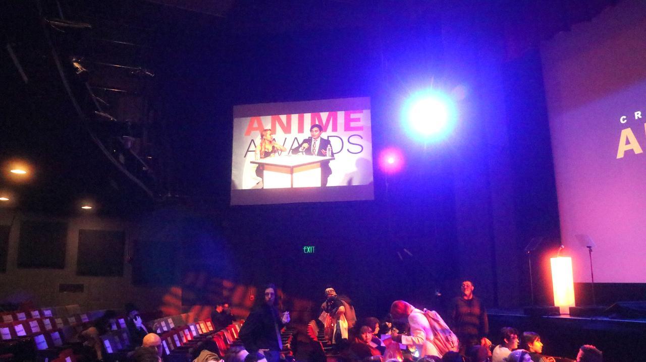 画像: 客席両脇にもスクリーンがあり、そちらではこのイベントのネット中継の様子が映されていました。