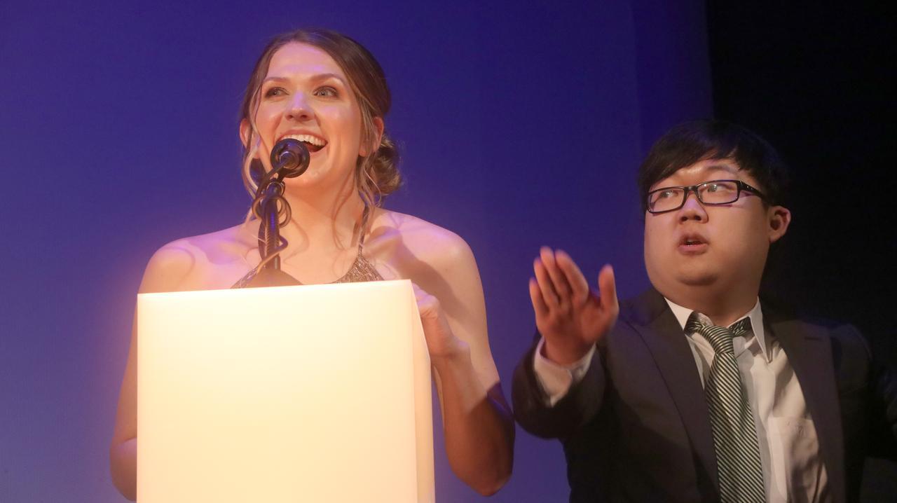 画像: 写真左から、Riley Rose Critchlow氏、Sungwon Cho氏。
