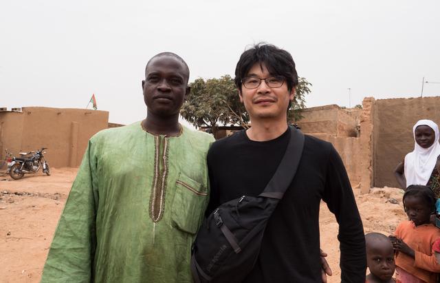 画像: 最後に、クルアーン学校の先生と僕のツーショット。なんか似ている・・