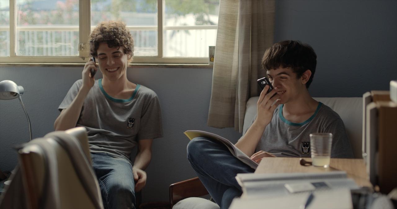 画像: 自身も同性愛者だと公言しているダニエル・ヒベイロ監督が、思春期の少年の心の奥と、繊細な恋を描いた煌めく青春映画『彼の見つめる先に』を語るー