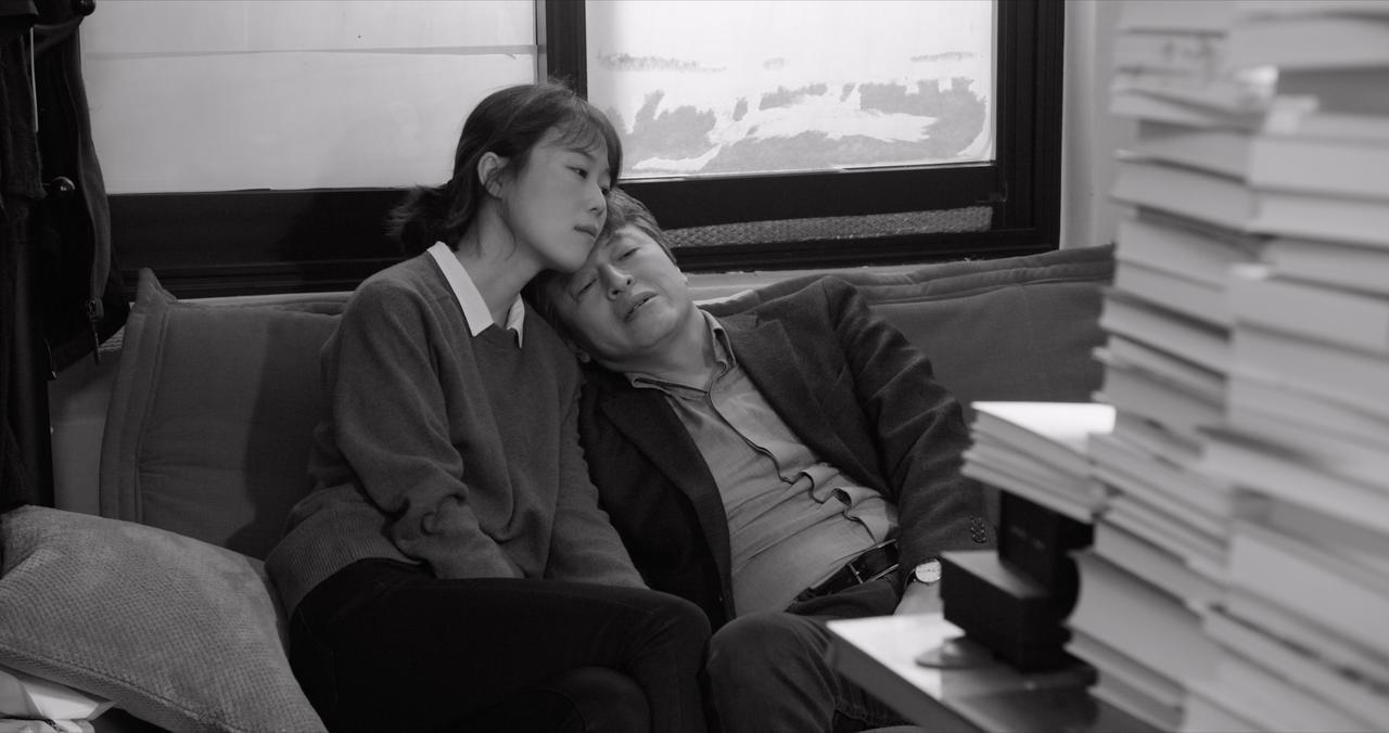 画像1: ホン・サンスの新ミューズ、キム・ミニ主演による話題作-予告編が到着!