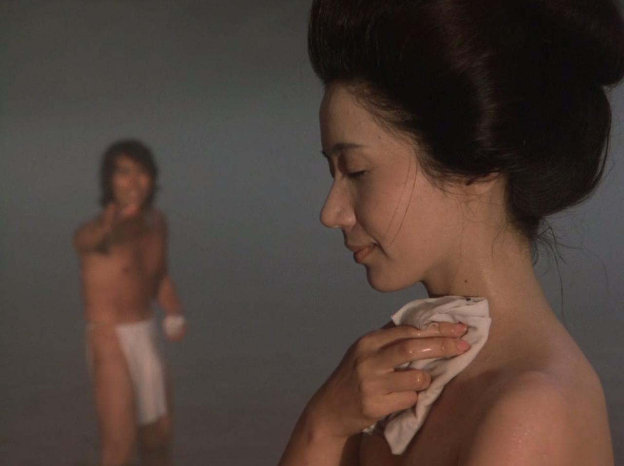 画像: Yoshio Harada (L), Shima Iwashita (R) Credit © 1977 Toho Co., Ltd.