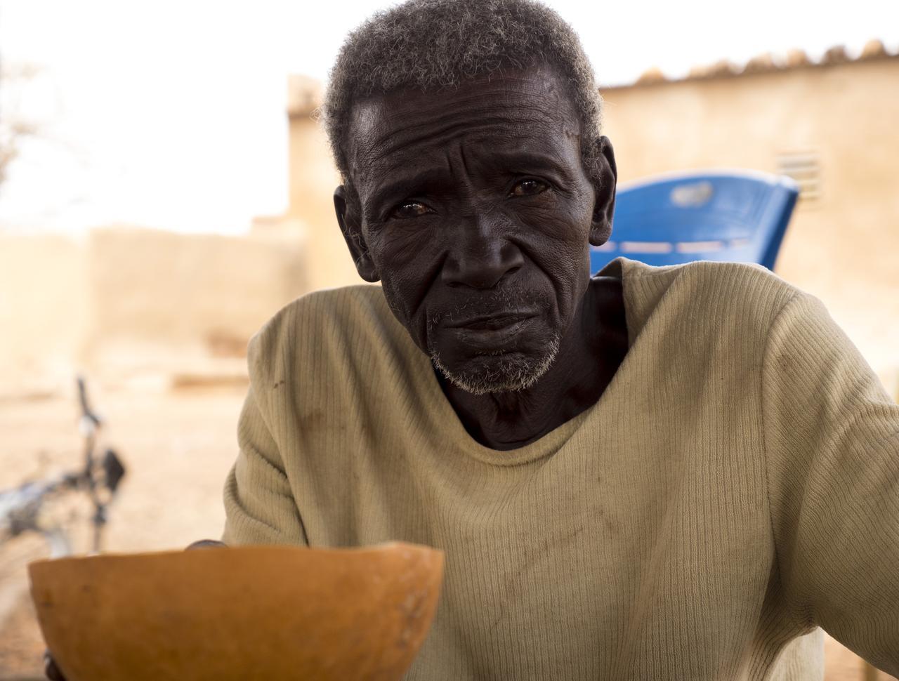 画像: 長老っぽいおじいさん