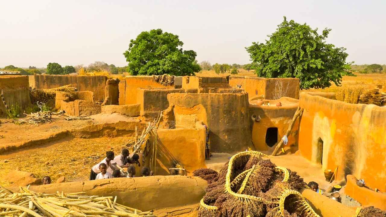 画像: カッセーナの土でできた家