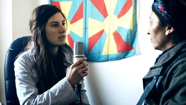 画像: 大学生が始めたラジオ局が、紛争の痛ましさとともに街の再生と希望を伝える_映画『ラジオ・コバニ』予告到着!