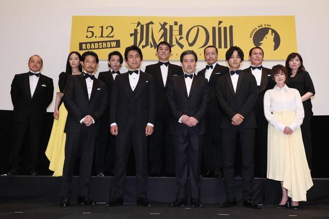 """画像2: """"コンプラ""""度外視で観る者を魅了-『孤狼の血』。完成披露試写会 に役所広司・松坂桃李を筆頭に日本を代表する12人の豪華キャストが遂に堂々集結!"""