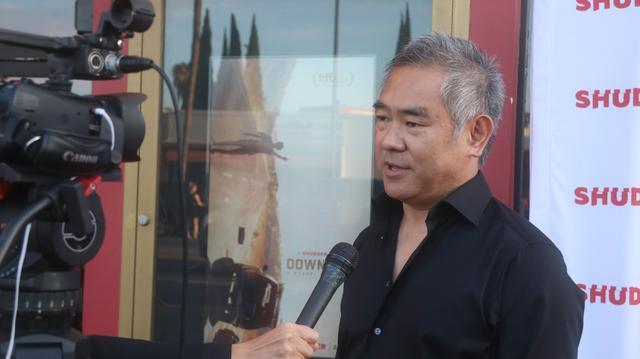 画像: LAプレミア会場にて、地元メディアの取材に答える北村監督