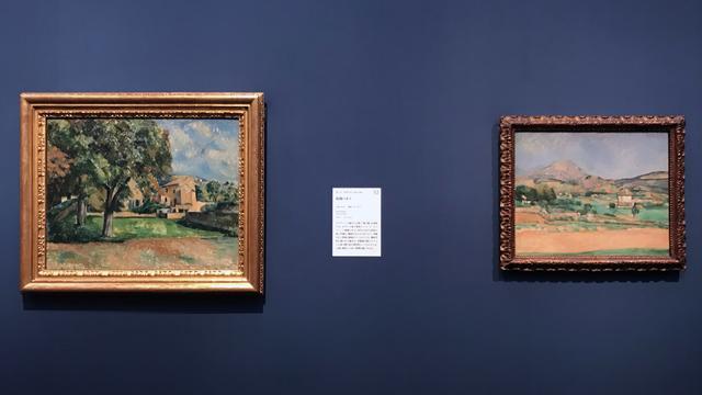 画像: 左:ポール・セザンヌ 《庭園の木々》 1885–1887年、右:ポール・セザンヌ  《サント=ヴィクトワール山の平野、 ヴァルクロからの眺め》 1882–1885年 photo©moichisaito