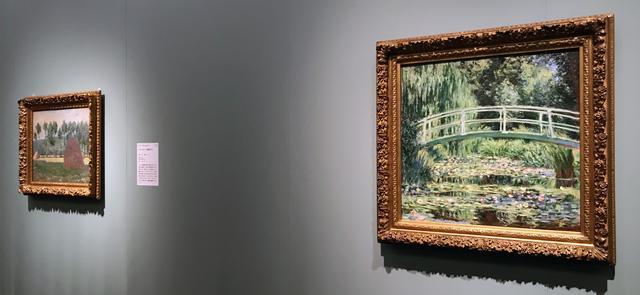 画像: 左奥:クロード・モネ 《ジヴェルニーの積みわら》 1984~1989年、右手前:クロード・モネ 《白い睡蓮》 1989年 photo©moichisaito
