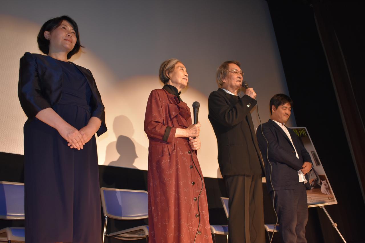 画像1: 左より池谷のぶえ 樹木希林 山﨑努 沖田修一監督