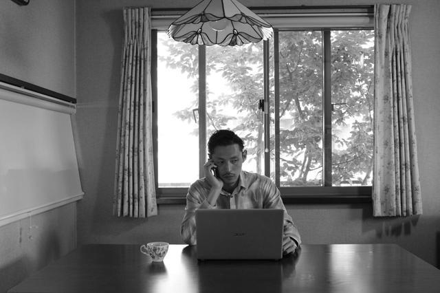 画像1: 独自の映像表現で世界からも注目を浴びる渡辺兄弟最新作『地球はお祭り騒ぎ』-世界最古の国際映画祭・第72回エディンバラ国際映画祭に正式出品決定!