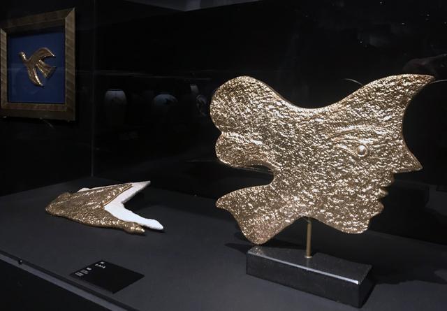 画像: 「メタモルフォーシス」の陶器:左:シクノス、右:キルケ photo©cinefil