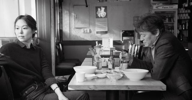 画像: カンヌが熱い視線を送った、今、世界一センセーショナルな監督と女優。 名匠ホン・サンスが新ミューズ キム・ミニを得て紡ぐ、男と女の可笑しみ。