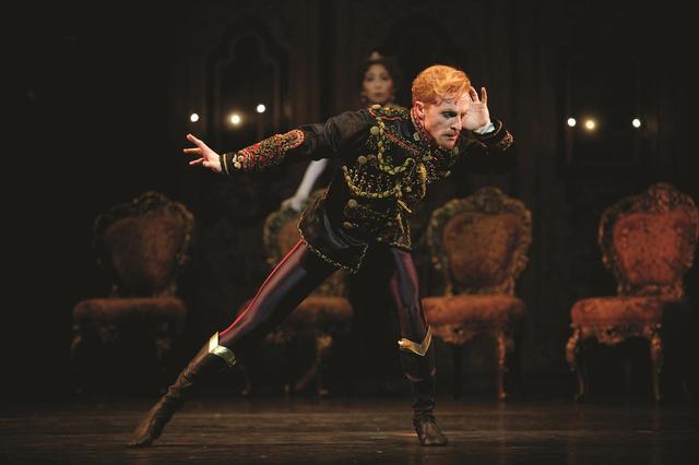 画像: (c)MAYERLING Steven McRae as Crown Prince Rudolf in Kenneth MacMillans production of Mayerling for The Royal Ballet