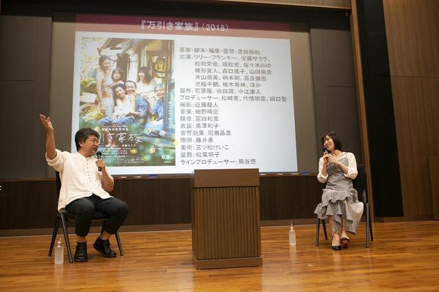 画像: 左より是枝裕和監督、松岡茉優