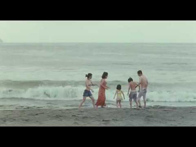 画像: 仲良し海水浴シーン映像が初解禁!『万引き家族』 youtu.be
