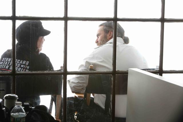 画像: リン・ラムジー監督とホワキン・フェニックス