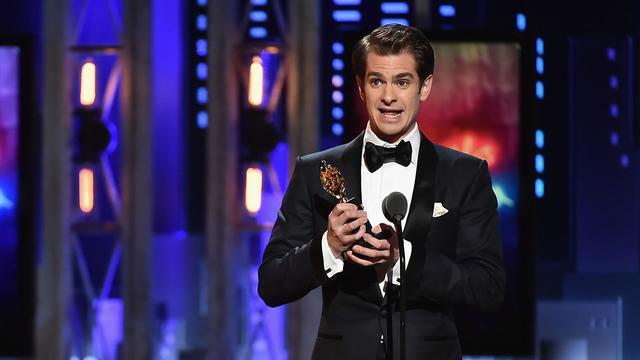 画像: Andrew Garfield Wins Best Actor in a Play for 'Angels in America' | Tony Awards 2018