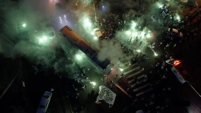 画像1: 南米クラブ杯・決勝戦へ向かうサッカーチーム彼らはいかに復活を遂げたのか? メッシ、Cロナウドも黙とうを捧げたあの悲劇から… シャペコエンセ復活の奇蹟!『わがチーム、墜落事故からの復活』