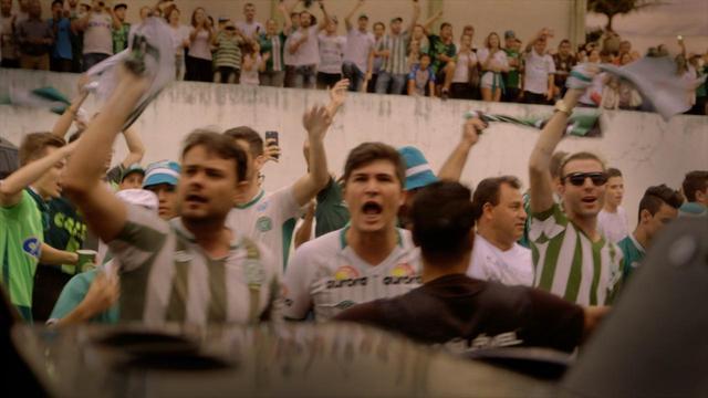 画像2: 南米クラブ杯・決勝戦へ向かうサッカーチーム彼らはいかに復活を遂げたのか? メッシ、Cロナウドも黙とうを捧げたあの悲劇から… シャペコエンセ復活の奇蹟!『わがチーム、墜落事故からの復活』