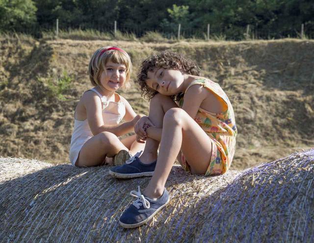 画像1: カンヌ国際映画祭「ウーマン・イン・モーション」ヤング・タレント・アワー ド受賞! いま最も映画界で注目の新鋭女性監督 カルラ・シモン 長編デビュー作、遂に日本公開!