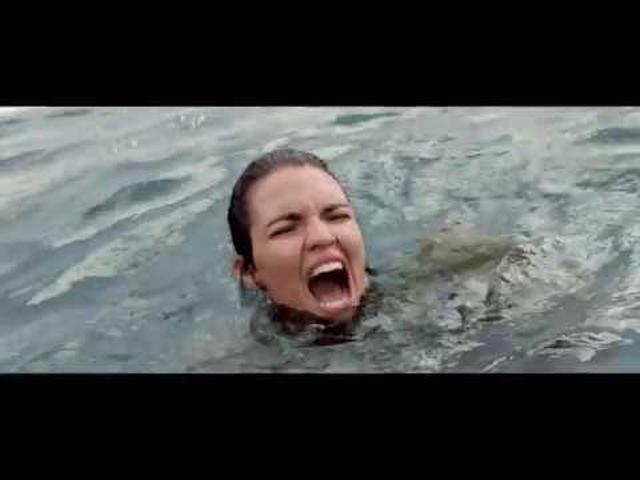 """画像: 深海から""""恐怖""""が浮上する。戦慄の予告『MEG ザ・モンスター』 youtu.be"""