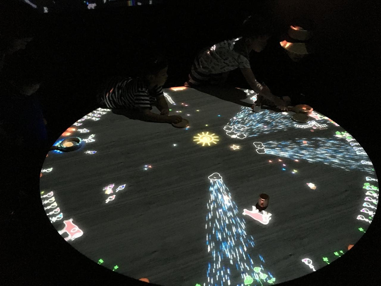 画像1: teamLab, 2013-, Interactive Digital Installation photo©cinefil