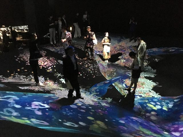 画像1: teamLab, 2016-, Interactive Digital Installation photo©cinefil