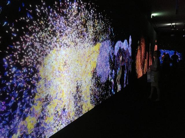 画像1: teamLab, 2017, Interactive Digital Installation, Sound: Hideaki Takahashi photo©cinefil