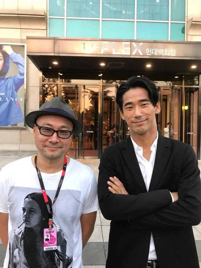 画像: (左より)内田英治監督とEXILE/三代目J Soul Brothers 小林直己