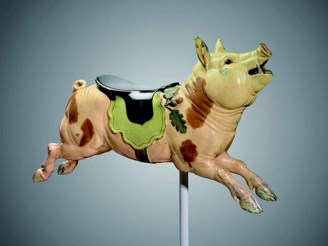 画像: 伝グスタフ A. ダンツェル・カルーセル社、サルヴァトーレ・チェルニリアーロ(通称ケルニ)制作 《メリーゴーラウンドの豚》1905年頃 Mary E. Moore Gift, 2001.545 Photograph © Museum of Fine Arts, Boston