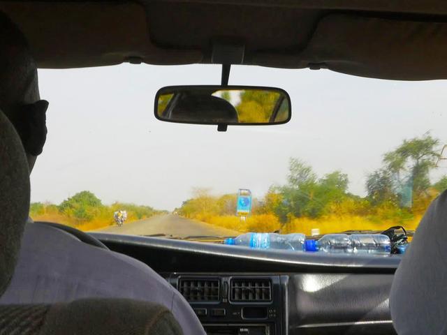 画像: 幹線道路を100kmほどまっすぐ北上する